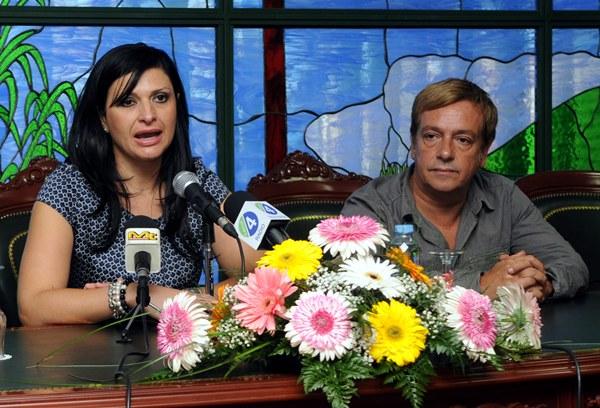 MILAGROS Y VICTOR MATRIMONIO  DE POLITICOS MPP.JPG