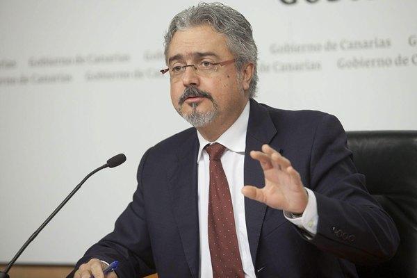 El portavoz del Gobierno de Canarias, Martín Marrero, durante la rueda de prensa que ofreció para informar de los asuntos tratados en el Consejo de Gobierno.