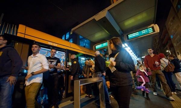 Tranvía y guaguas ofrecerán servicios especiales por