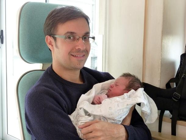 Carlos Fortes y su pequeña Irina