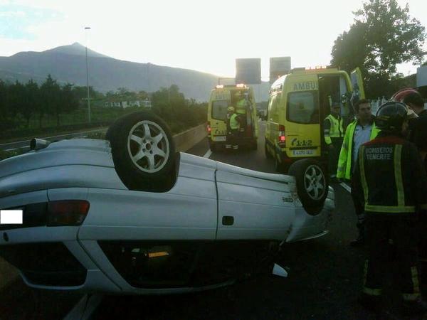 accidente vuelco vehiculo TF-5 La Orotava