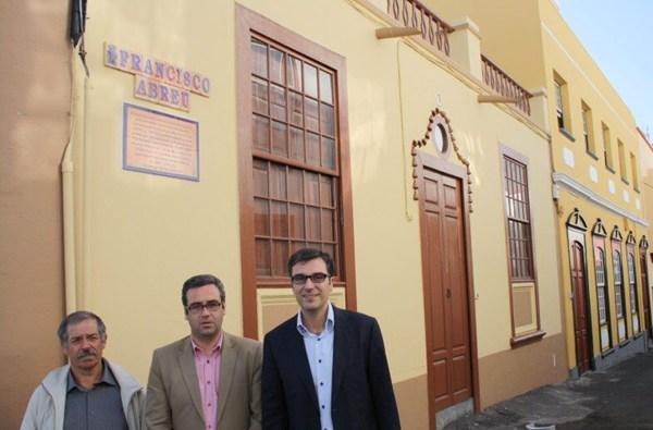 El alcalde, Sergio Matos, junto al gerente de ADER y Zacarías Gómez