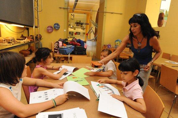 jg cursos de verano en el museo 2012 (4).JPG