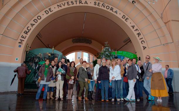 Turistas alemanes, en la recova de Santa Cruz