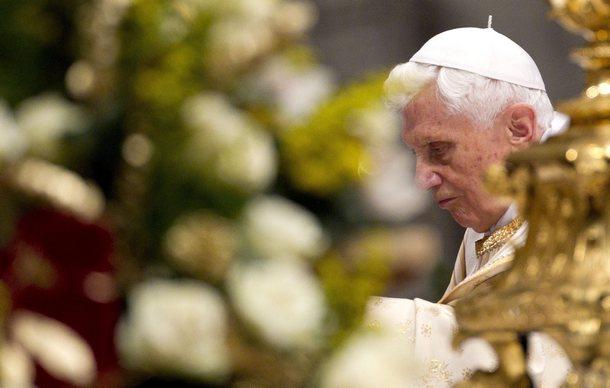 El papa Benedicto XVI celebra la misa de Navidad