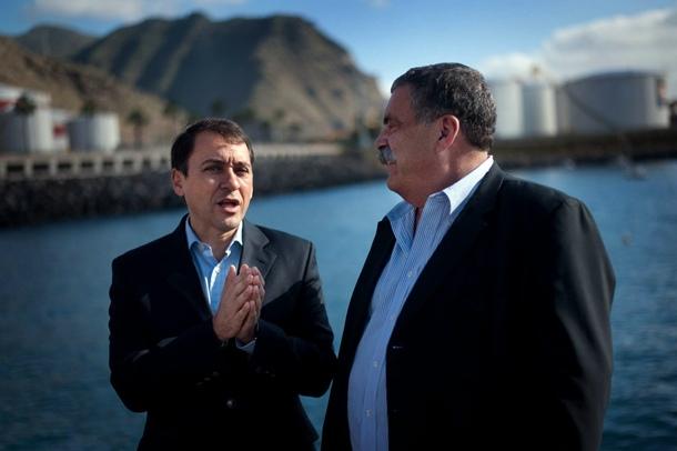 José Manuel Bermúdez y Pedro Rodríguez Zaragoza en su visita a Valleseco. | FRAN PALLERO