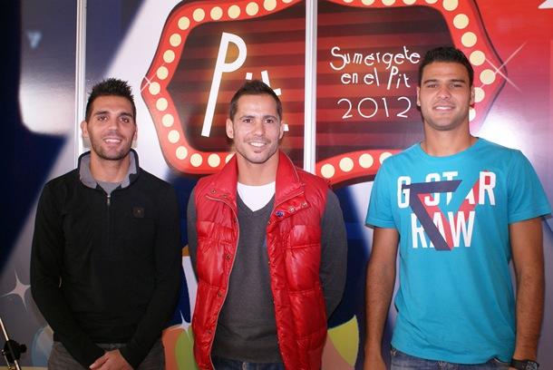 Sergio Aragoneses, Aridane Santana y el segundo entrenador del CD Tenerife, Roberto Perera
