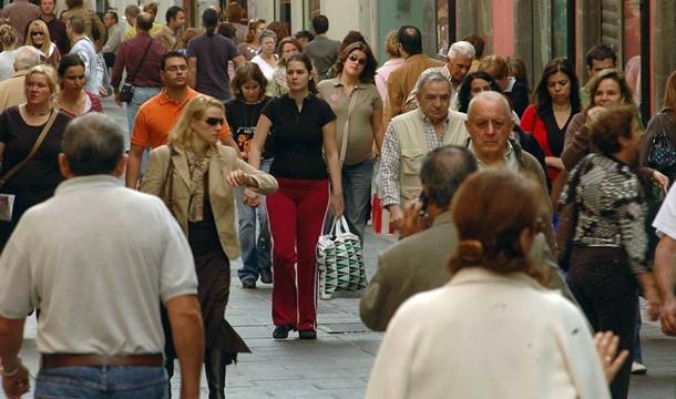 Canarias gana población pero pierde a más de 7.000 emigrantes