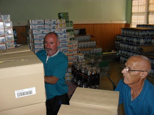 La ONG lleva años desempechando su labor, de reparto de alimentos fundamentalmente, en Valleseco. |