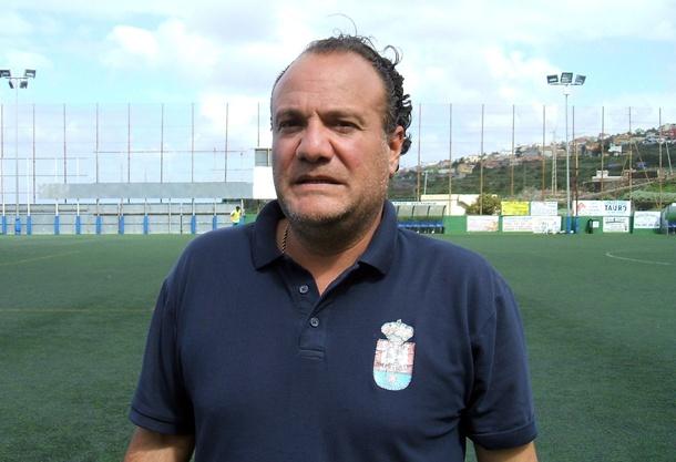 El entrenador del Atlético Granadilla tiene como objetivo meter a su equipo entre los cuatro primeros. / DA
