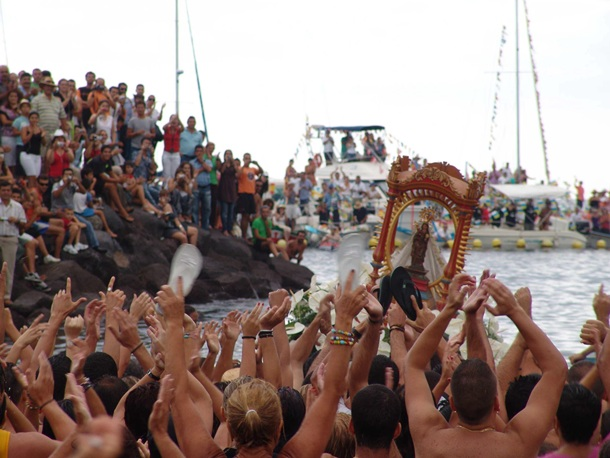La Bajada de la Virgen de Guadalupe se celebra cada cinco años entre Puntallana y San Sebastián. / DA