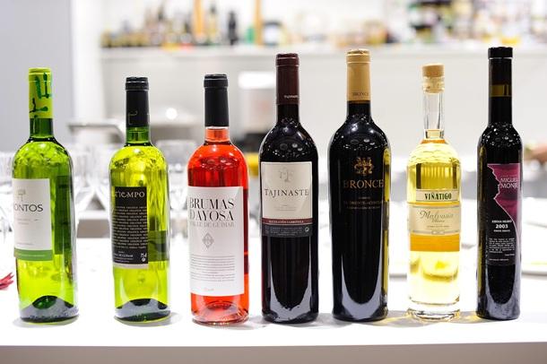 Muestra de algunos vinos canarios. | DA