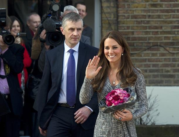 La duquesa Catalina de Cambridge tras su visita a la Casa de Esperanza de los Niños en Londres (Reino Unido). | EFE