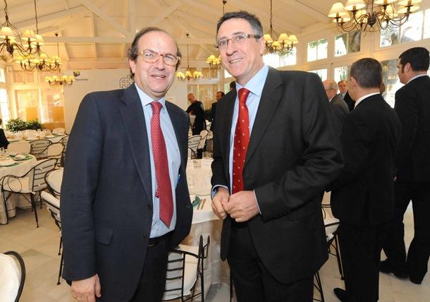 Daniel Calleja, director general de Empresa en la Comisión, y Berge. / J. G.