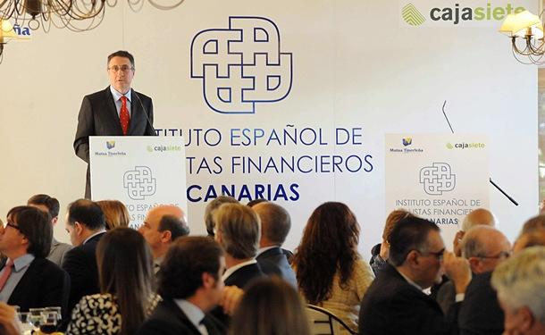Fernando Berge, director general de Cajasiete, durante su intervención en el acto del IEAF. / JAVIER GANIVET