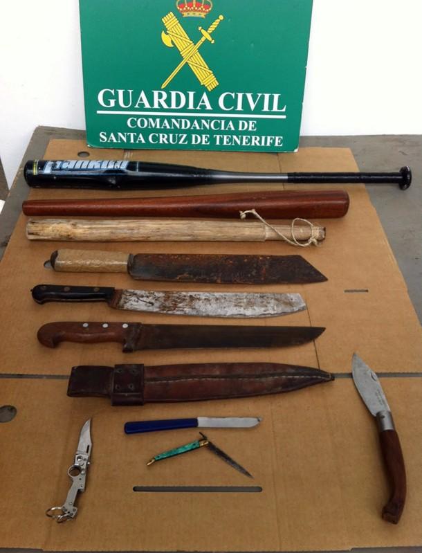 Armas incautadas durante el dispositivo especial habilitado con motivo de las Fiestas del Almendro de Puntagorda. | GUARDIA CIVIL