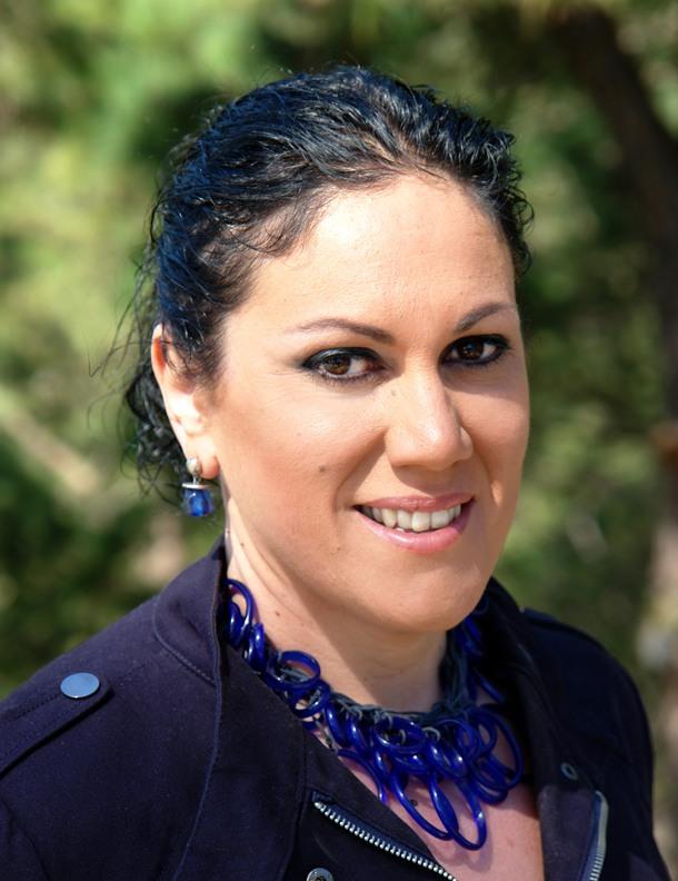 La alcaldesa, María Dolores Padilla, defendió las cuentas locales. | DA