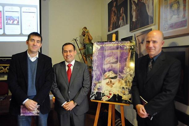 Javier Clavijo, Pedro Arturo López y el autor Cristóbal Garrido, en la presentación. / J. GANIVET