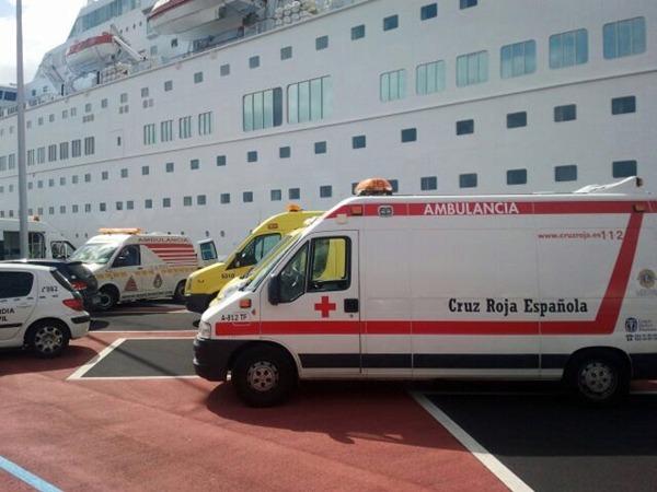 Una de las ambulancias que actuaron en el dispositivo de emergencias. | D. S.