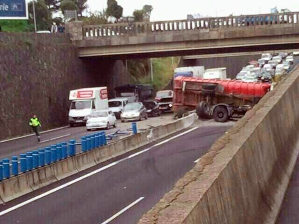 El accidente ha causado importantes retenciones. | DA