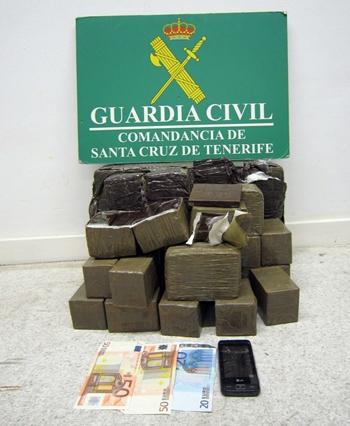 Alijo de hachís incautado por la Guardia Civil en el Puerto de Santa Cruz de Tenerife. | DA