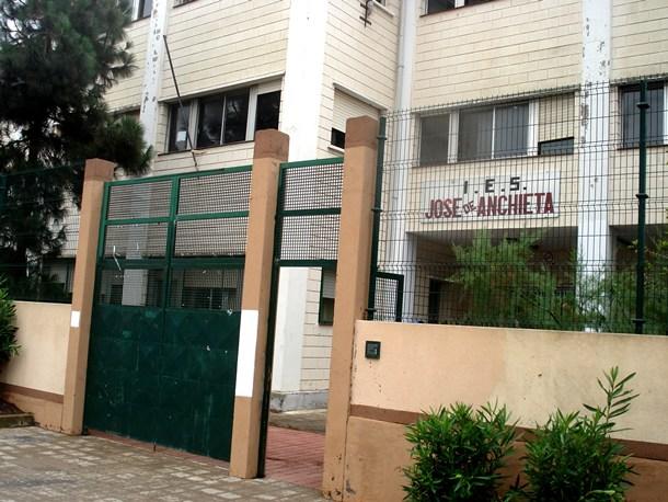 Fachada principal del antiguo instituto José Anchieta, en el barrio del mismo nombre. | DA