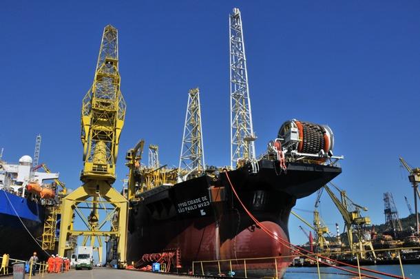buque plataforma flotante prospecciones petrolíferas