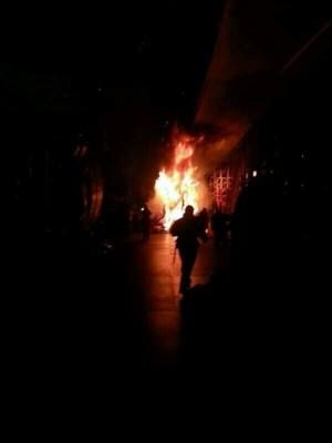 Instante en que se produjo el incendio la noche del miércoles . | DA