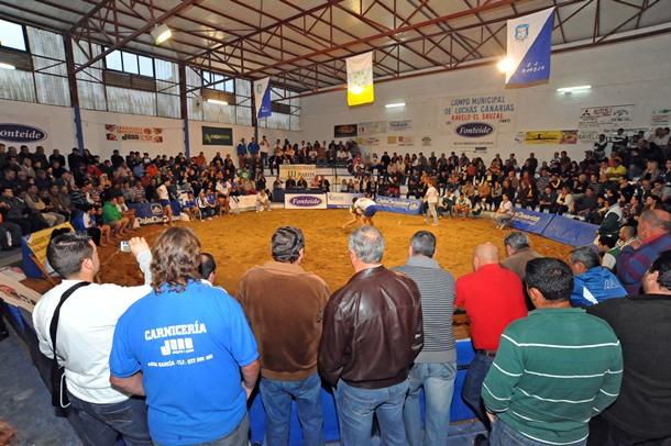 Luchada solidaria celebrada en Ravelo en beneficio de Yurena Pérez y Lucía Sánchez.   JAVIER GANIVET