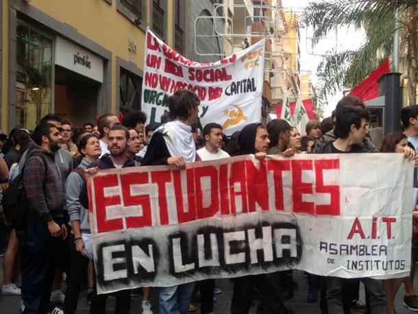 La cabeza de la manifestación transita por la calle Castillo. | S.E.