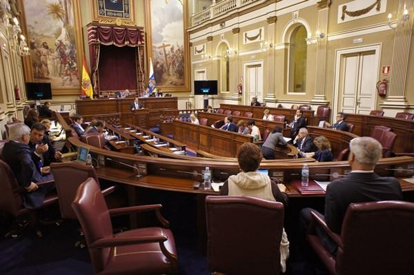 jg pleno del parlamento 27-2-2013.JPG