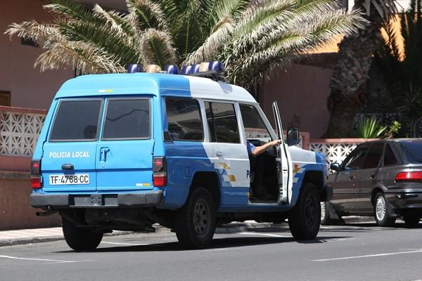Un viejo vehículo de la Policía Local, de patrulla en El Puertito. | NORCHI
