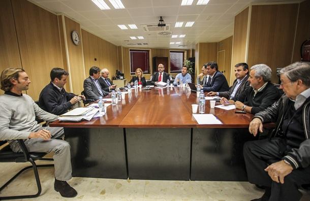 Representantes del Cabildo y del Ayuntamiento se reunieron con los técnicos. / DA