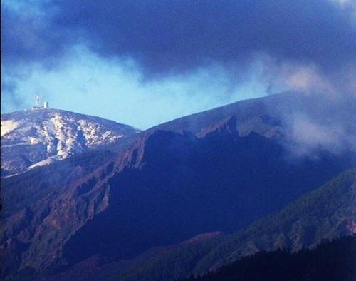 El Teide amaneció hoy nevado. / V.P.