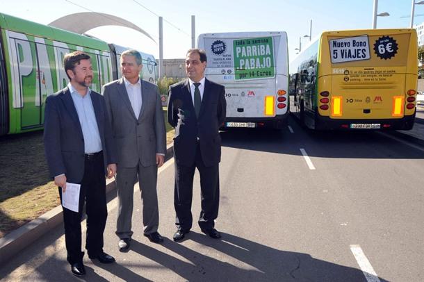 Los nuevos bonos fueron presentaron ayer por Carlos Alonso, Manuel Ortega y Juan Carlos Pérez Frías. | J.G.