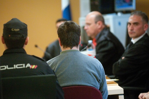 Imagen de la primera sesión de la vista oral del juicio por asesinato contra Deyanov. | FRAN PALLERO