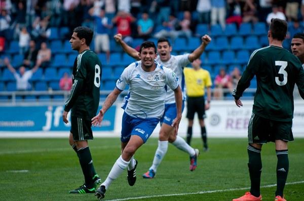 La aparición de Alberto con el primer equipo está siendo una de las notas más positivas de los tinerfeñistas esta temporada. / FRAN PALLERO