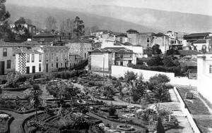 Imágen del jardín de la Hijuela del Botánico y el casco de La Orotava de autor desconocido (1890). |  CEDIDA POR LA FUNDACIÓN PARA LA ETNOGRAFÍA Y EL DESARROLLO DE LA ARTESANÍA DE CANARIAS (FEDAC)