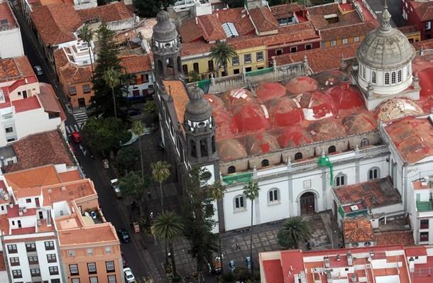 Los vecinos solicitan que la plaza de la Catedral conserve la losa chasnera. / M. P.