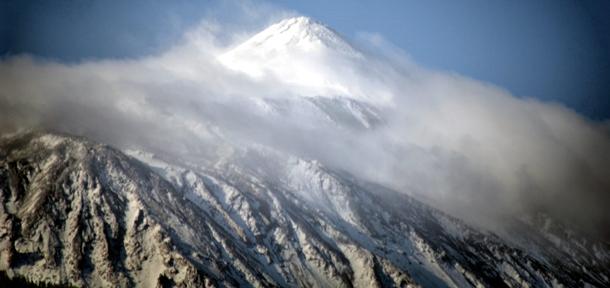El Teide presentaba ayer esta magnífica estampa con su clásico manto invernal de nieve. / MOISÉS PÉREZ