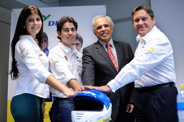 El equipo DISA Copi Sport, junto a integrantes de la Escuela de Pilotos Tu Club DISA Copi Sport. | FRAN PALLERO