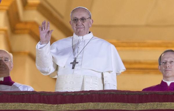 El papa Francisco, saluda a sus fieles. | EFE