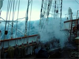 Elbuque escuela Juan Sebastián El Cano navega durante el temporal rumbo a Canarias. | ARMADA