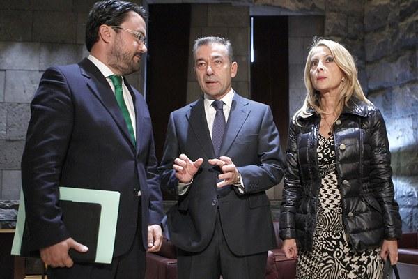Paulino Rivero con los diputados del PP Asier Antona y Australia Navarro | DA