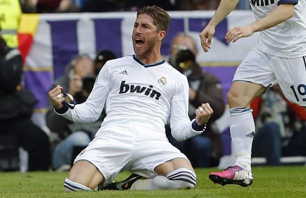 El defensa del Real Madrid, Sergio Ramos, celebra la consecución del segundo gol de su equipo ante el Barcelona. | EFE