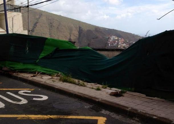 Solar peligroso en la calle Poeta Perera, en La Cuesta. | DA