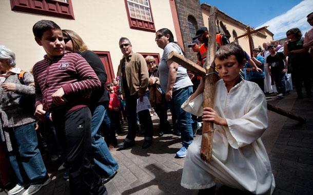 Con la celebración de ayer en las calles del casco histórico se inicia la cuenta atrás para la Semana Santa lagunera. / FRAN PALLERO