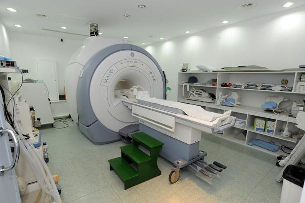Imetisa lleva a cabo diferentes pruebas, muchas al SCS, como la resonancia magnética. / J.G.