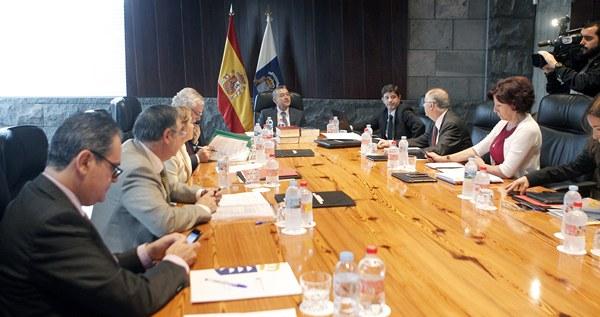 El presidente de Canarias preside la reunión del Consejo de Gobierno de Canarias celebrado hoy en la capital tinerfeña. | EFE