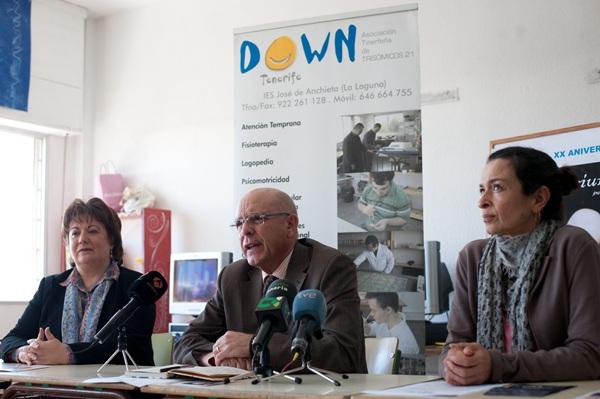 Olga Alegre, Lorenzo Moreno y Soraya González presentaron las actividades de la asociación. | FRAN PALLERO